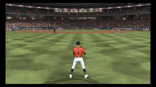 Un fildeador espera la pelota en MLB The Show
