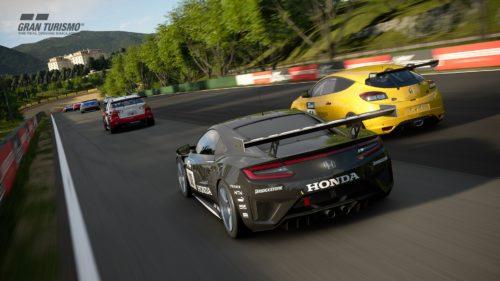 Los autos corren por una recta en Gran Turismo Sport