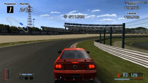 Ford Mustang corre alrededor de Suzuku en Gran Turismo 4.