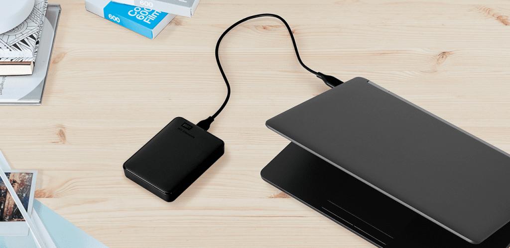 WD Elements 5 TB en comparación con un portátil