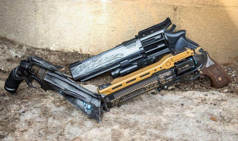 """pistolas de destino """"class ="""" lazy lazy-hidden wp-image-152392 """"srcset ="""" http://dlprivateserver.com/wp-content/uploads/2020/06/Destiny-2-¿Por-que-el-regreso-de-Falcon-Moon-da.jpg 768w, https: // images .mein-mmo.de / medien / 2017/04 / destiny-handfeuerwaffen-150x89.jpg 150w, https://images.mein-mmo.de/medien/2017/04/destiny-handfeuerwaffen-300x179.jpg 300w """"datos -lazy-tamaños = """"(ancho máximo: 768px) 100vw, 768px""""> La llamada trinidad de pistolas: espina, luna de halcón y última palabra      <p>Por el momento no sabemos cómo se verá lo exótico en su forma revisada. Pero si nos fijamos en otros retornados, puede suponer que el carácter del arma se retiene pero regresa con uno o dos ajustes interesantes.</p> <p>Ejemplos de exóticos de la Parte 1 que son mejores que antes (pero no completamente rotos) en Destiny 2:</p> <ul> <li>As de espadas</li> <li>Monte Carlo</li> <li>Karma negativo</li> <li>Ruptura perfeccionada</li> </ul> <p>Dado que Bungie actualmente usa Falkenmond para generar mucha anticipación, asumimos que lo exótico también valdrá la pena. DLPrivateServer va más allá y sospecha que Falkenmond podría salvar muchas armas pequeñas.</p> <h2>¿Las pistolas finalmente están a punto de ser revisadas?</h2> <p><strong>Ese es el problema:</strong> Desde su última revisión importante, 2 de los 4 arquetipos de armas de mano han sido prácticamente inútiles, uno está rascando su utilidad y solo uno es convincente. En febrero informamos que Bungie no cambiará nada por el momento, para el dolor de los guardianes: los revólveres elegantes son las armas favoritas de los guardianes.</p> <p>  Aquí están los 4 arquetipos:</p> <ul> <li>180: dispara rápido y con mucha precisión, pero tiene daños subterráneos: solo son interesantes para los jugadores controladores porque prácticamente no usan retroceso.</li> <li>Años 150: son la primera opción de todos los amantes de las armas de mano: intrínsecamente aumentan la velocidad, tienen un excelente manejo y un buen daño.</li> <li>140"""