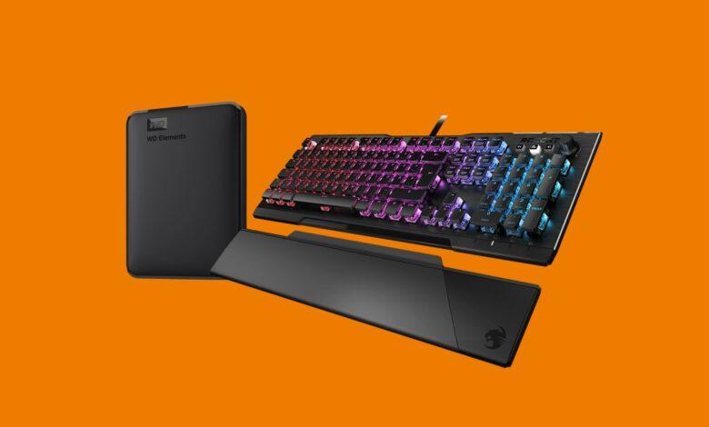 El teclado para juegos superior de Roccat y el disco duro portátil en Saturno se redujeron