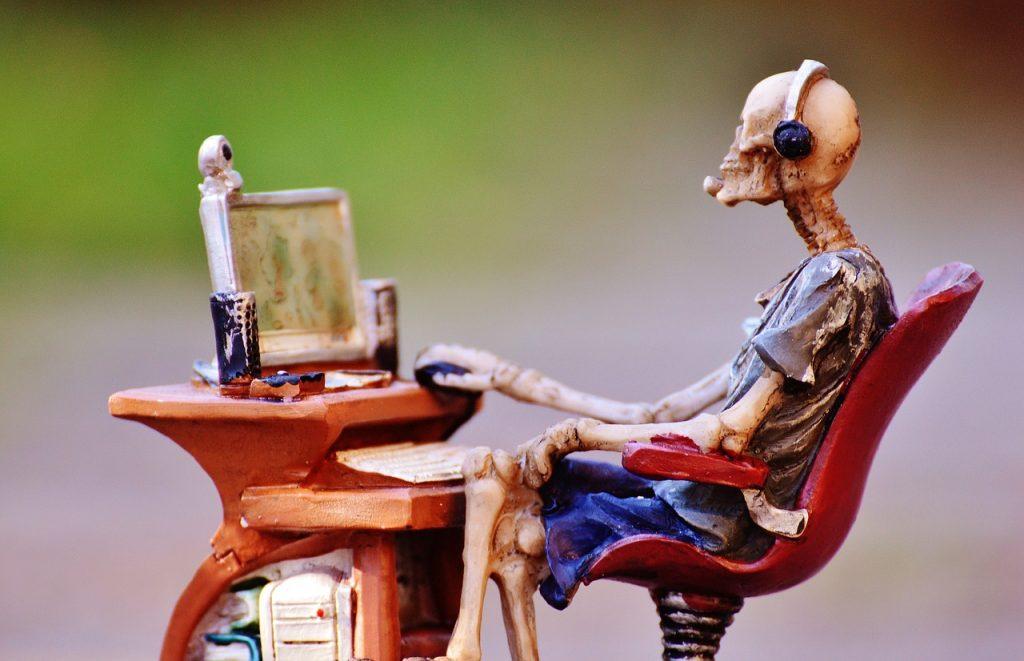"""Sucht.-Online """"class ="""" wp-image-151808 """"srcset ="""" http://dlprivateserver.com/wp-content/uploads/2020/10/1601566341_219_Cyberpunk-2077-esta-trabajando-horas-extras-y-a-muchos-jugadores.jpg 1024w, https: // imágenes .mein-mmo.de / medien / 2017/04 / Sucht.-Online-150x97.jpg 150w, https://images.mein-mmo.de/medien/2017/04/Sucht.-Online-300x194.jpg 300w , https://images.mein-mmo.de/medien/2017/04/Sucht.-Online-768x496.jpg 768w, https://images.mein-mmo.de/medien/2017/04/Sucht.- Online.jpg 1280w """"tamaños ="""" (ancho máximo: 1024px) 100vw, 1024px """"> Hay historias de terror sobre desarrolladores que"""" trabajaron hasta la muerte """".  <p>Las historias crujientes de los EE. UU. Suelen ser malas. Se pone realmente enfermo cuando miras a Asia. Se suponía que un MMO móvil se construiría allí en un tiempo récord en 2016. Eso funcionó y generó mucho dinero. Pero se dice que los desarrolladores trabajaron tanto durante el desarrollo que algunos murieron.</p> <p>Japón, Corea del Sur y China incluso tienen sus propias palabras para """"muerte por demasiado trabajo"""":</p> <p>Crunch Time: el joven desarrollador se abre camino hasta la muerte: 89 horas a la semana</p>   </div><!-- .entry-content /-->  <script type="""