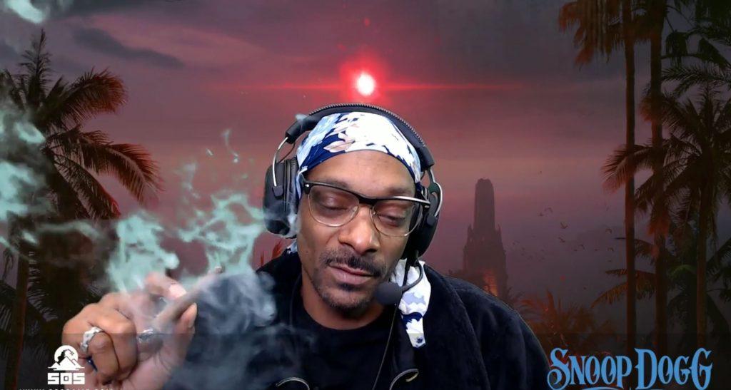 """SoS-Snoop-Dogg-01 """"class ="""" wp-image-203027 """"srcset ="""" http://dlprivateserver.com/wp-content/uploads/2020/10/Los-jugadores-se-rieron-de-Xbox-Series-X-como-un.jpg 1024w , https://images.mein-mmo.de/medien/2018/01/SoS-Snoop-Dogg-01-150x80.jpg 150w, https://images.mein-mmo.de/medien/2018/01/ SoS-Snoop-Dogg-01-300x160.jpg 300w, https://images.mein-mmo.de/medien/2018/01/SoS-Snoop-Dogg-01-768x411.jpg 768w, https: // imágenes. mein-mmo.de/medien/2018/01/SoS-Snoop-Dogg-01-250x135.jpg 250w """"tamaños ="""" (ancho máximo: 1024px) 100vw, 1024px """"> Jugador confeso y amante de las plantas: Snoop Dogg. El rapero Snoop Dogg a menudo se asocia con los juegos, y después de una derrota en Madden 20, Snoop Dogg tuvo palabras claras para el entrevistador que le preguntó cómo se sentía después de la derrota.      <h2>iJustine muestra el gigantesco desempaquetado del refrigerador Xbox</h2> <p><strong>IJustine mostró:</strong>Si bien ya se podía ver el refrigerador desempacado, ensamblado y lleno en Snoop Dogg, el YouTuber tecnológico e influenciador iJustine muestra la experiencia completa del refrigerador. Desde la entrega del enorme """"paquete"""" que se conduce con la carretilla elevadora, hasta el desembalaje con grandes cuchillos y montaje. El refrigerador Xbox Series X incluso reproduce un sonido de Xbox cuando se abre la puerta.</p> <p>Insertamos el video completo de unboxing aquí:</p> <p>Contenido editorial recomendado En este punto, encontrará contenido externo de YouTube, que complementa el artículo Mostrar contenido de YouTube Doy mi consentimiento para que se me muestre contenido externo. Los datos personales se pueden transmitir a plataformas de terceros. Lea más sobre nuestra política de privacidad.</p> <p> Enlace al contenido de YouTube .embed-youtube .embed-privacy-logo {background-image: url (https://mein-mmo.de/wp-content/plugins/embed-privacy/assets/images/embed-youtube.png ? v = 1598861582); } </p> <h2>Puedes ganar un refrigerador Xbox</h2> <p><strong>¿Cuántos frigoríficos hay?"""