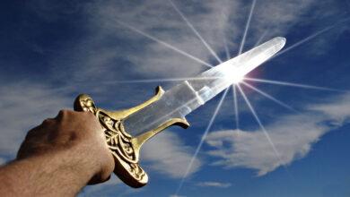 ¿Cómo debería conseguir el equipo más potente de los MMORPG?