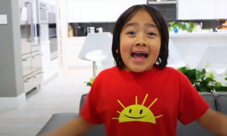 El niño de 9 años gana más dinero en YouTube: antes de Markiplier y Preston