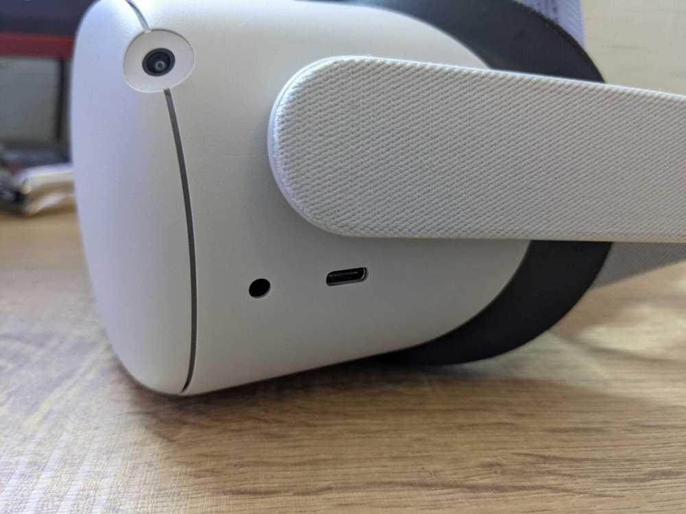 cargando el casco oculus quest 2
