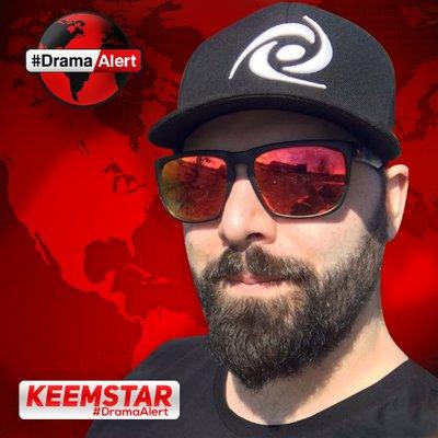 """Keemstar """"class ="""" wp-image-301928 """"srcset ="""" http://dlprivateserver.com/wp-content/uploads/2021/01/El-senor-de-la-guerra-de-Internet-pone-una-recompensa.jpg 400w, https://images.mein-mmo.de /medien/2018/12/Keemstar-Twitter-150x150.jpg 150w, https://images.mein-mmo.de/medien/2018/12/Keemstar-Twitter-300x300.jpg 300w, https: //images.mein -mmo.de/medien/2018/12/Keemstar-Twitter-231x231.jpg 231w """"tamaños ="""" (ancho máximo: 400 px) 100vw, 400 px """"> El controvertido organizador Keemstar.      <p>También es más probable que Keemstar atraiga la atención negativa con sus declaraciones. En agosto de 2020, por ejemplo, saltó a la ola de odio contra el transmisor Pokimane.</p><div class='code-block code-block-9' style='margin: 8px auto; text-align: center; display: block; clear: both;'> <script async src="""