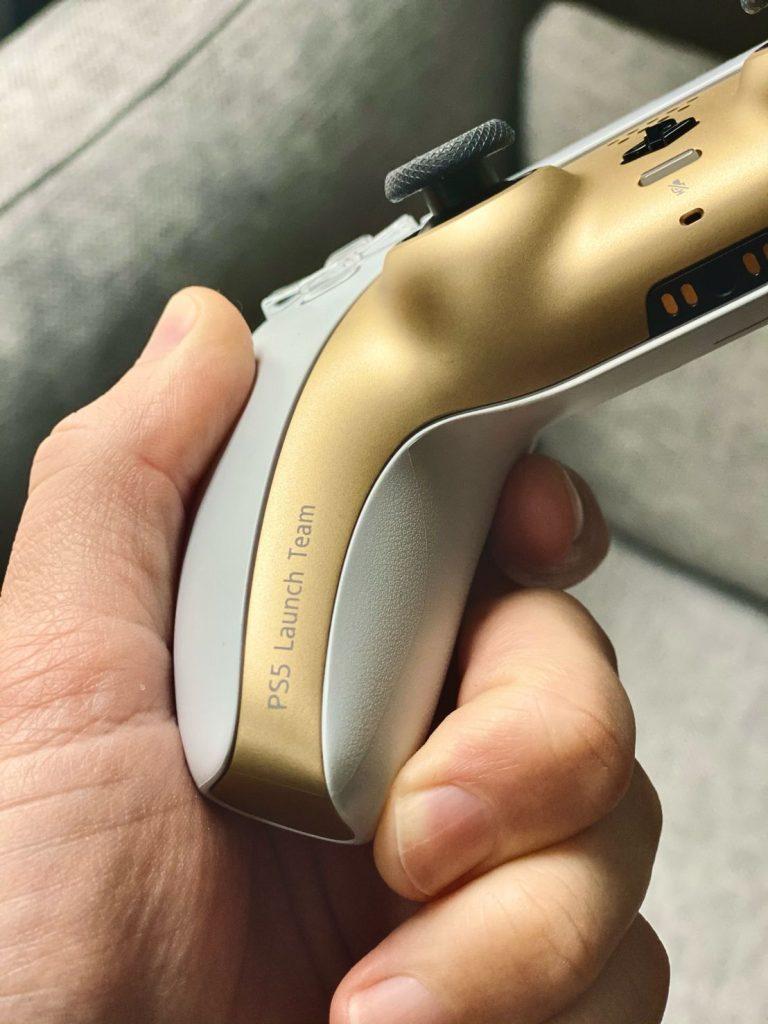 Equipo de lanzamiento de ps5 del controlador blanco dorado de PS5