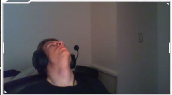 Twitch-Streamer schläft betrunken ein, wacht auf, gewinnt Match in CS:GO
