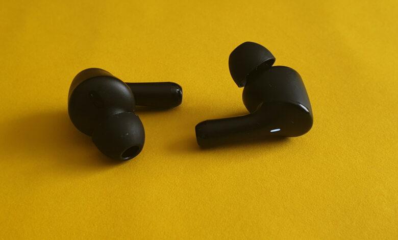 Un par de auriculares internos por 40 euros es mi consejo para las personas que no quieren gastar mucho.