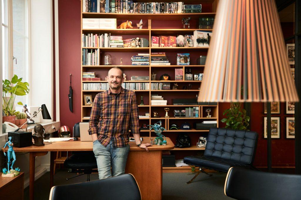 """David-Polfeldt-Massive """"class ="""" wp-image-688400 """"srcset ="""" http://dlprivateserver.com/wp-content/uploads/2021/06/Ubisoft-solo-hace-el-juego-Avatar-porque-otro-jefe-de.jpg 1024w, https: / /images.mein-mmo.de/medien/2021/06/David-Polfeldt-Massive-300x200.jpg 300w, https://images.mein-mmo.de/medien/2021/06/David-Polfeldt-Massive- 150x100.jpg 150w, https://images.mein-mmo.de/medien/2021/06/David-Polfeldt-Massive-768x512.jpg 768w, https://images.mein-mmo.de/medien/2021/ 06 / David-Polfeldt-Massive-1536x1024.jpg 1536w, https://images.mein-mmo.de/medien/2021/06/David-Polfeldt-Massive.jpg 2000w """"tamaños ="""" (ancho máximo: 1024px) 100vw, 1024px """"> Soy David Polfeldt. Fuente: Massive     <p><strong>Entonces esto se discute: </strong>La discusión principal en el foro de videojuegos es qué estudio podría ser el que perdió mucho porque el jefe del estudio les ofreció a los socios comerciales una ronda de cocaína.</p> <p>La gente parece disfrutar lanzando algunos nombres por la habitación. No hay tantos estudios AAA en Europa. Rápidamente encontró sus favoritos.</p> <p>El juego en Avatar se veía muy bien en cualquier caso, algunos incluso sospechan: un poco demasiado bueno.</p> <p>Avatar: Frontiers of Pandora se ve realmente bien: los jugadores temen una degradación</p> <!-- AI CONTENT END 1 -->   </div><!-- .entry-content /-->  <div id="""