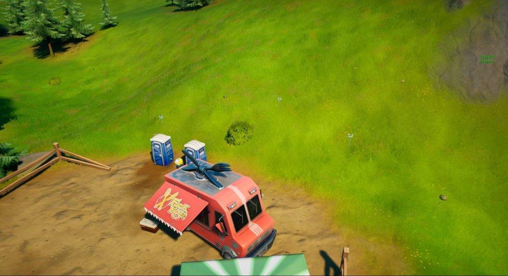 Fortnite coloca árboles jóvenes en un camión de comida con cuchillo y tenedor