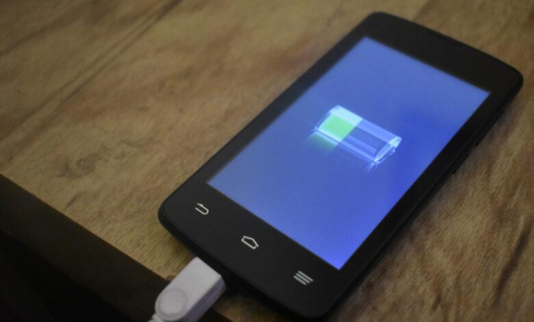 Cargar la batería del teléfono celular correctamente: 8 consejos sobre cómo puede ahorrar batería