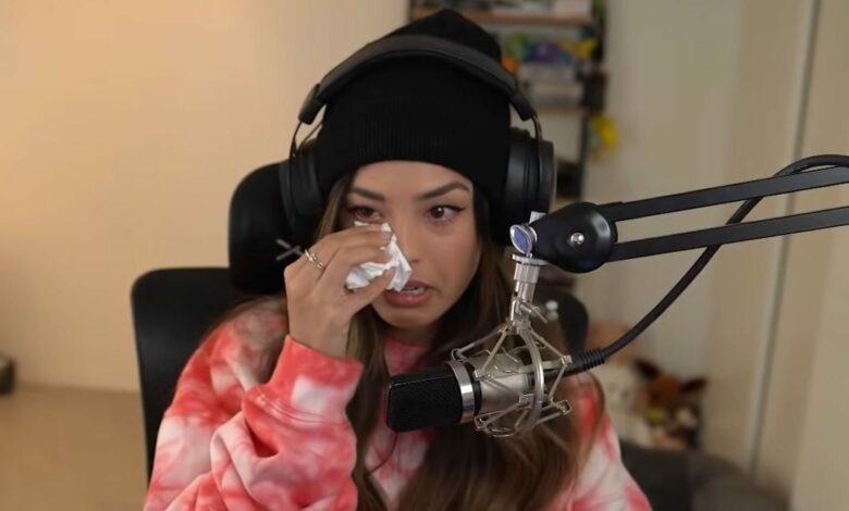 Gaming YouTuber llora en la transmisión porque una niña recibió amenazas de muerte por su culpa